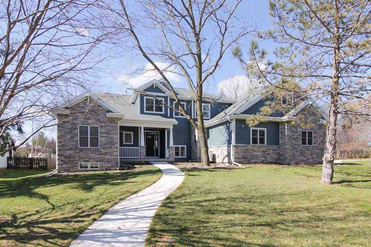 5913 Woods Edge Rd, Fitchburg, WI 53711