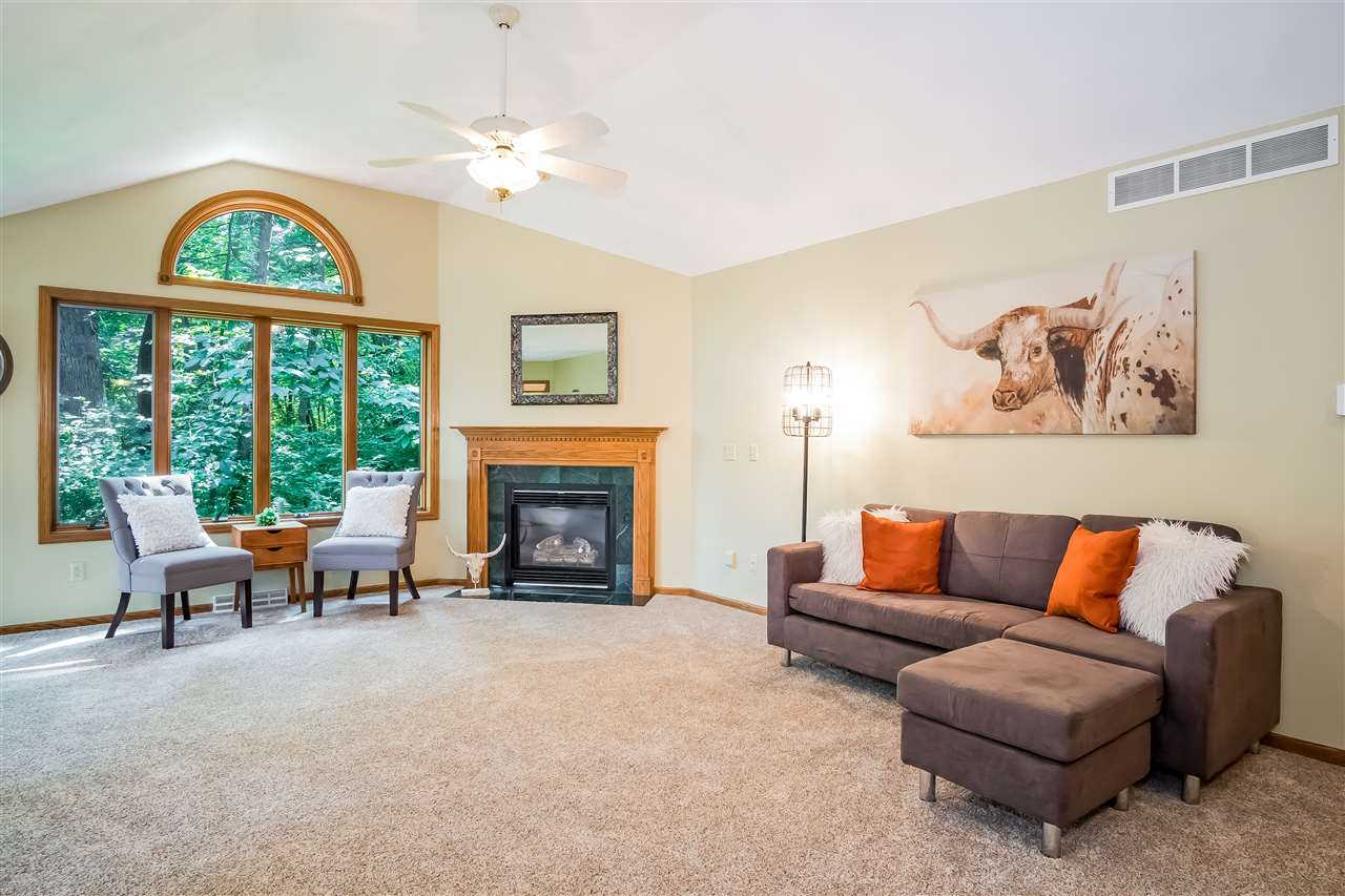 297 MAPLE HEIGHTS RD, Medina, WI 53559