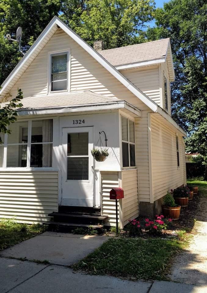 1324 Dewey Ct, Madison, WI 53703