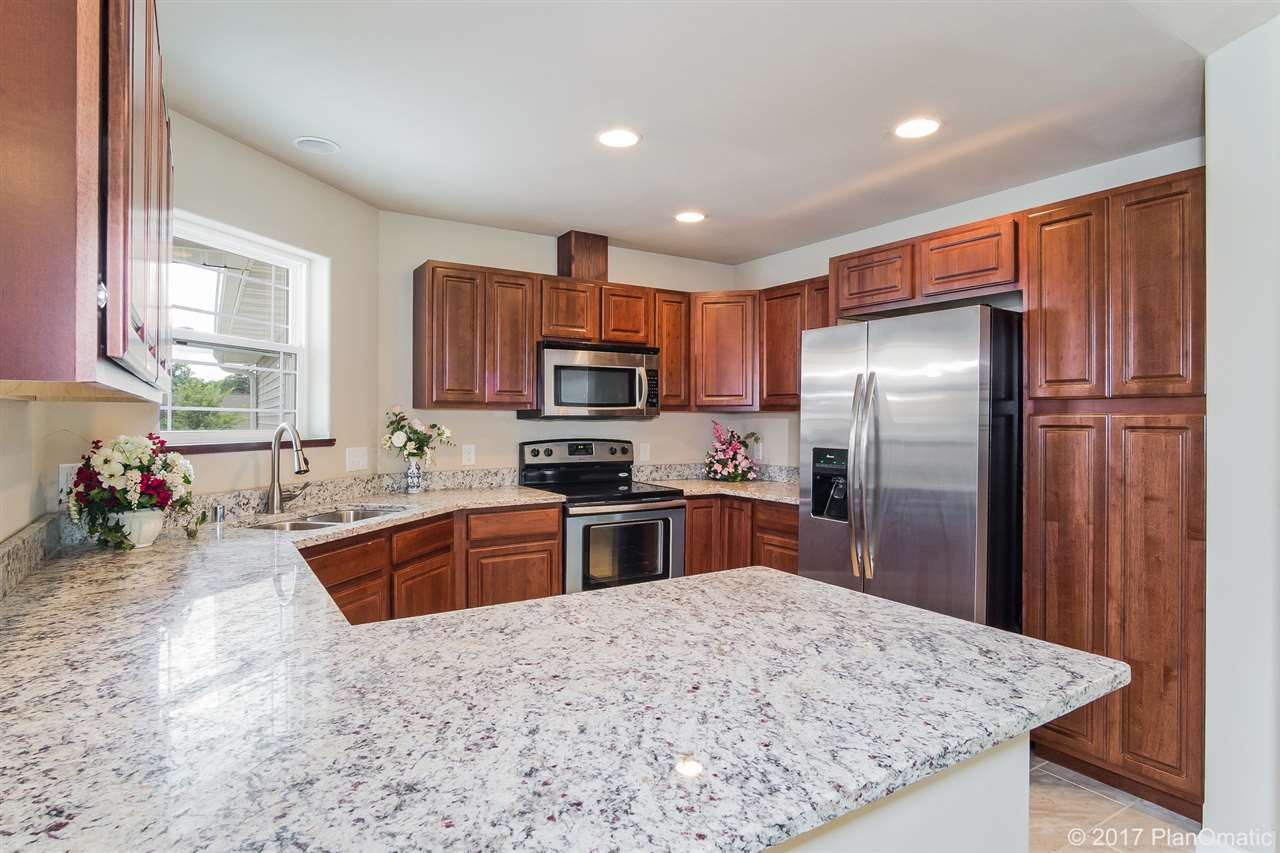 1805 DONDEE RD, Madison, WI 53716