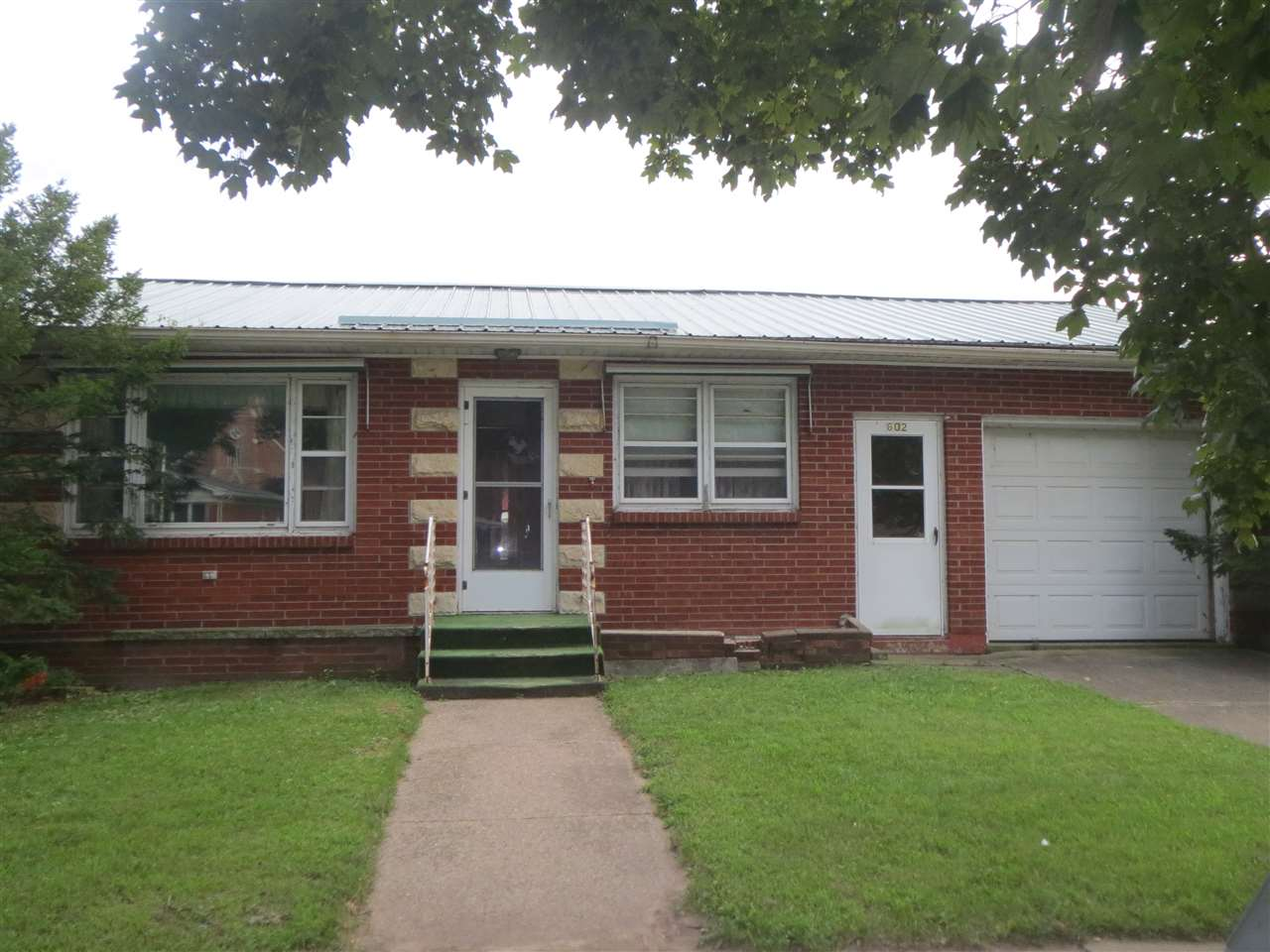 602 E Amelia St, Cassville, WI 53806