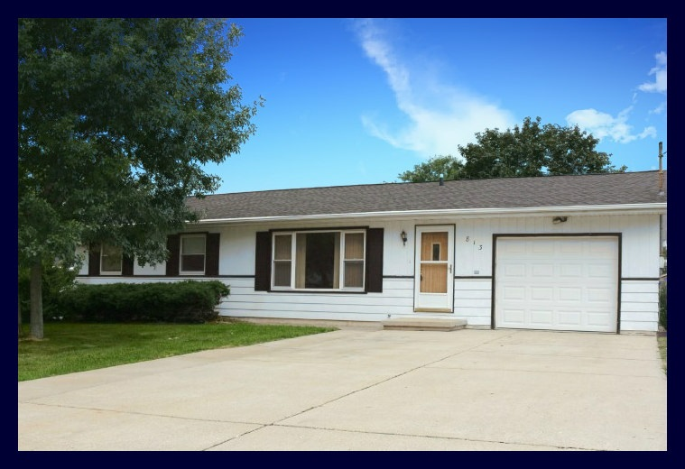 813 CLOVER CT, Jefferson, WI 53549