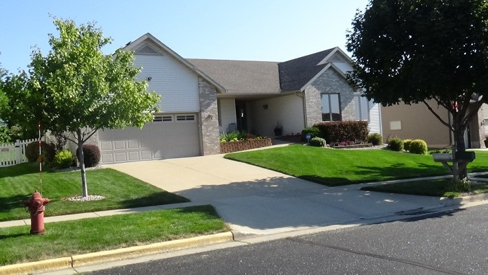 208 Molly Ln, Cottage Grove, WI 53527