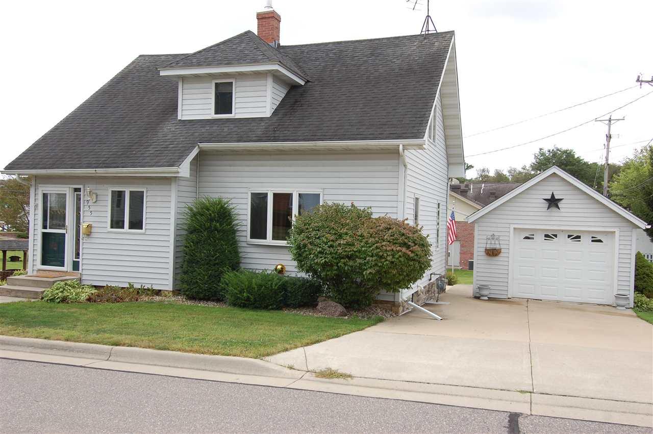 955 Cedar St, Plain, WI 53577