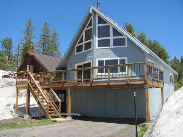 Casa Unifamiliar por un Venta en 4205 Lake Drive 4205 Lake Drive Soda Springs, California 95728 Estados Unidos