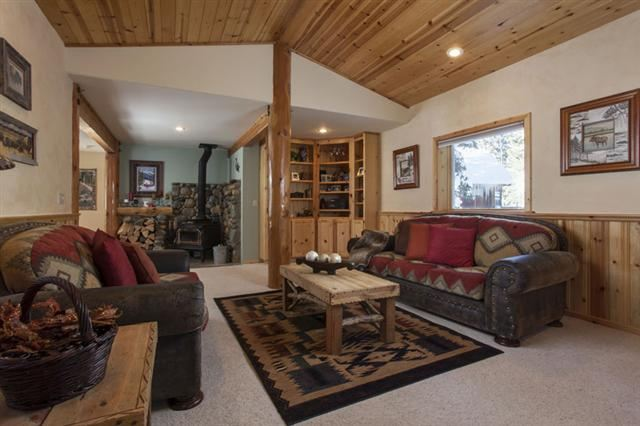 Additional photo for property listing at 13768 Hansel Avenue 13768 Hansel Avenue Truckee, California 96161 United States