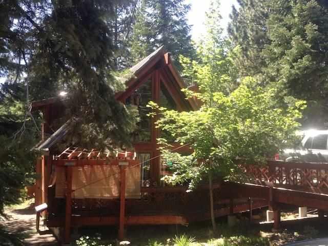 Casa Unifamiliar por un Venta en 683 Midiron Avenue 683 Midiron Avenue Tahoe Vista, California 96148 Estados Unidos