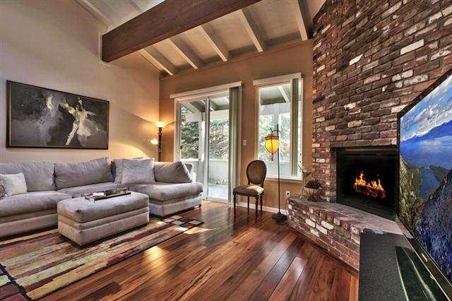 公寓 / 联排别墅 为 销售 在 321 Ski Way Incline Village, 内华达州 89451 美国