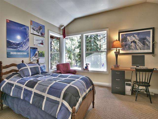 Additional photo for property listing at 11114 Mougle Lane  Truckee, California 96161 United States
