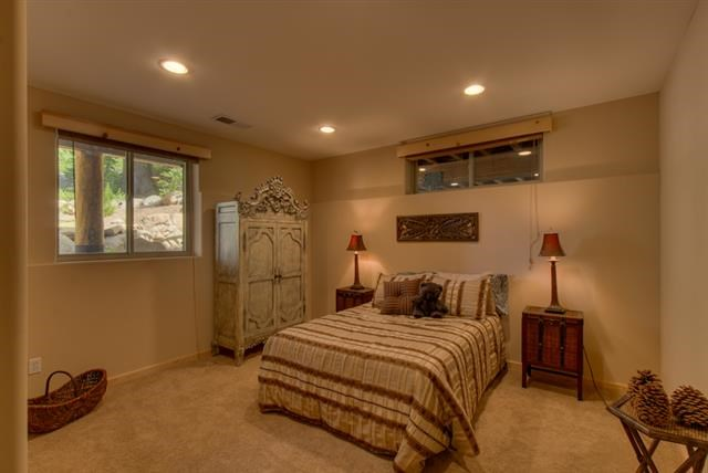Additional photo for property listing at 12410 Skislope Way  Truckee, California 96161 Estados Unidos