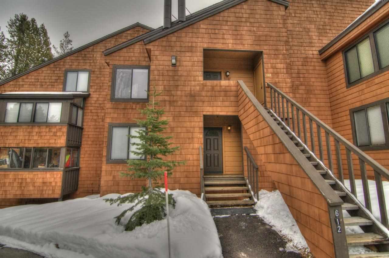 公寓 / 联排别墅 为 销售 在 11521 Snowpeak Way 11521 Snowpeak Way 特拉基, 加利福尼亚州 96161 美国