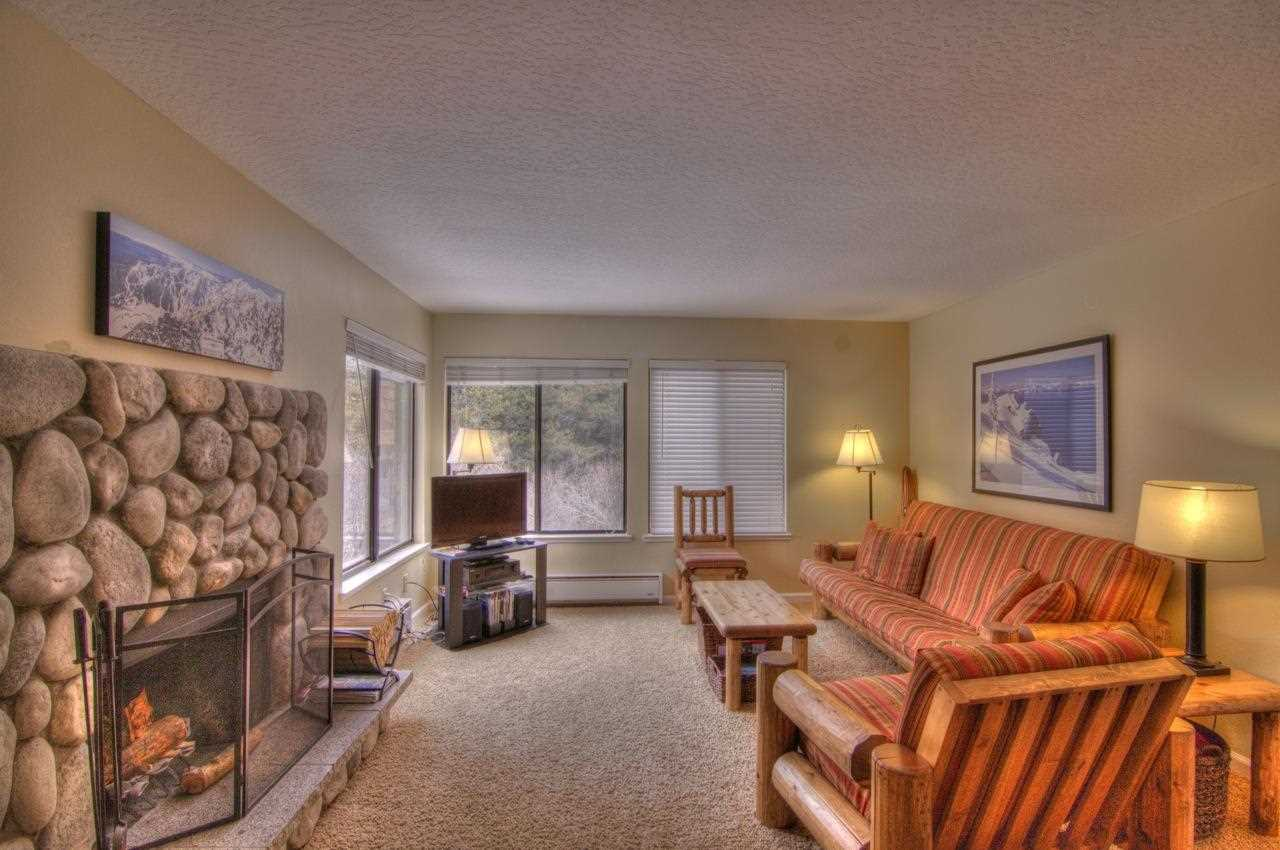 Additional photo for property listing at 11521 Snowpeak Way  Truckee, California 96161 Estados Unidos