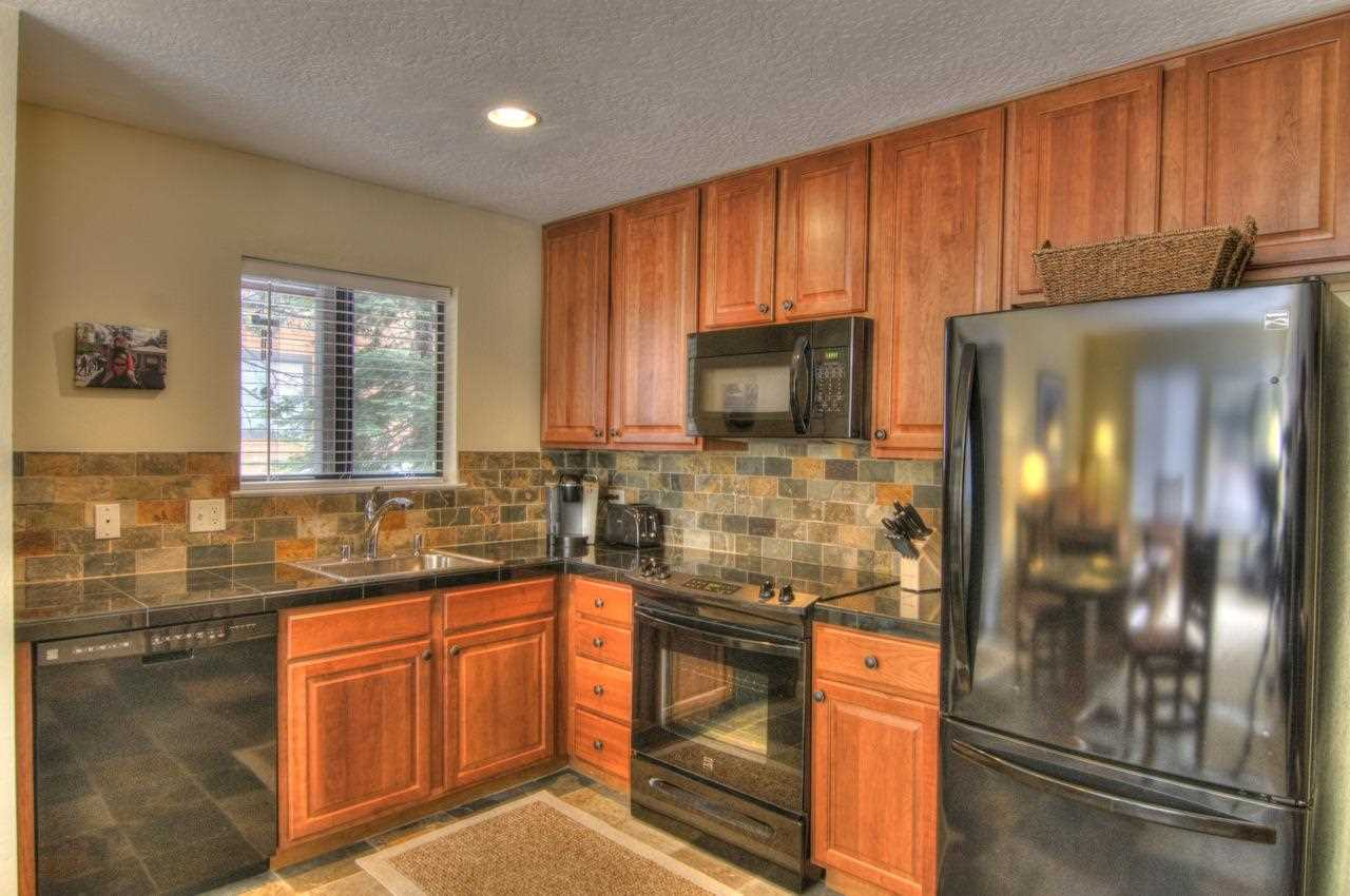 Additional photo for property listing at 11521 Snowpeak Way 11521 Snowpeak Way Truckee, California 96161 United States