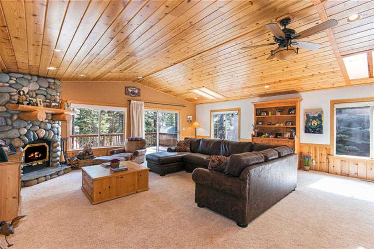Additional photo for property listing at 541 Cottonwood Place 541 Cottonwood Place Tahoe Vista, California 96148 Estados Unidos