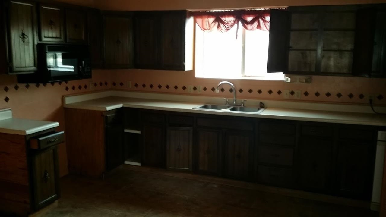 Additional photo for property listing at 706 Lewis Avenue 706 Lewis Avenue Loyalton, California 96118 Estados Unidos