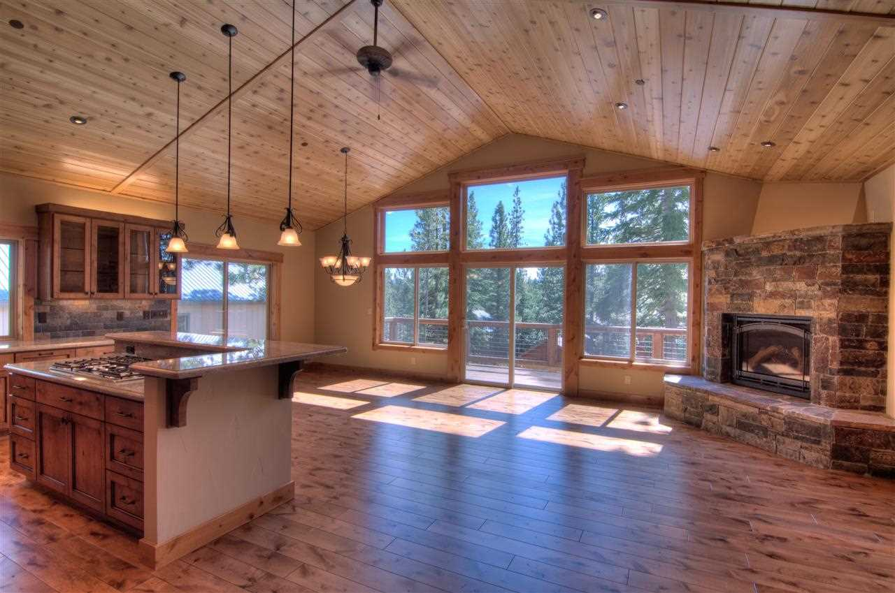 Additional photo for property listing at 13267 Muhlebach Way  Truckee, California 96161 Estados Unidos
