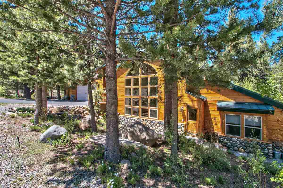 独户住宅 为 销售 在 10950 Lausanne Way 特拉基, 加利福尼亚州 96161 美国