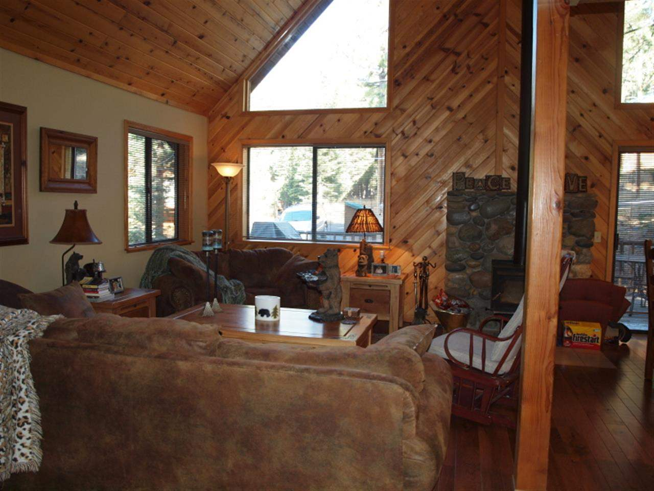 Additional photo for property listing at 12352 Saint Bernard Drive  Truckee, California 96161 United States