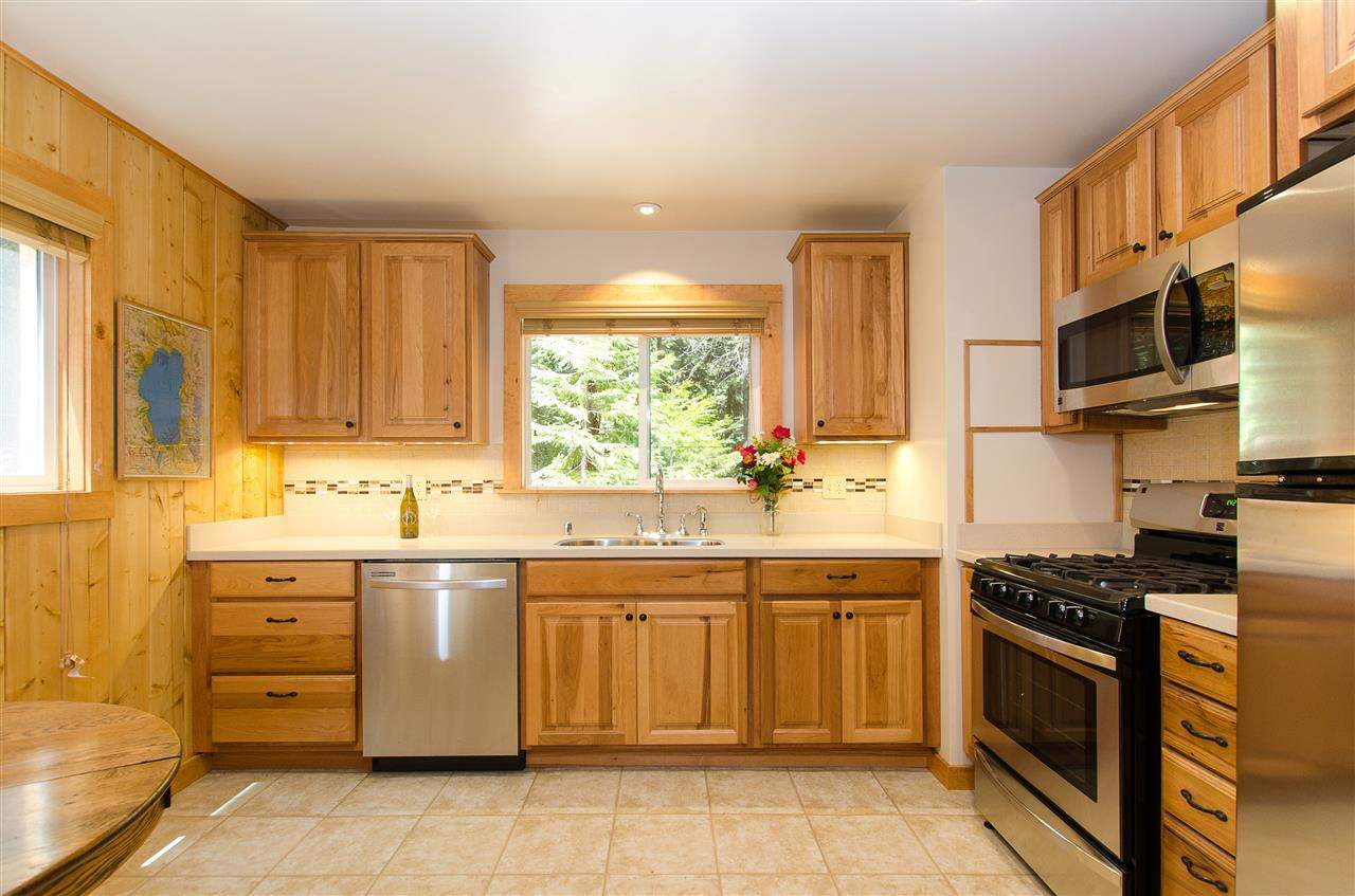 Additional photo for property listing at 2695 Cedar Lane 2695 Cedar Lane Tahoe City, California 96145 Estados Unidos