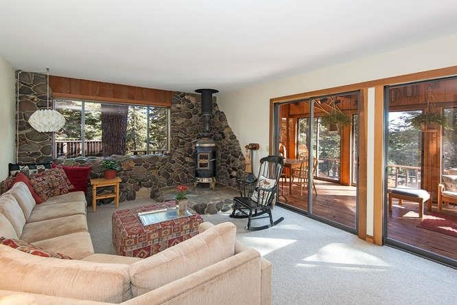 Additional photo for property listing at 220 Talmont Circle 220 Talmont Circle Tahoe City, California 96245 United States