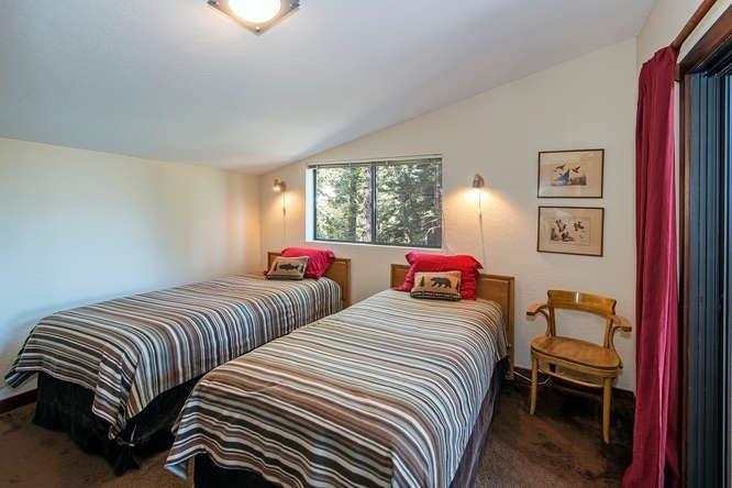 Additional photo for property listing at 220 Talmont Circle 220 Talmont Circle Tahoe City, California 96245 Estados Unidos