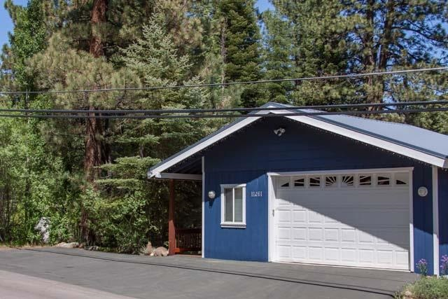Single Family Home for Active at 11261 Alder Drive Truckee, California 96161 United States