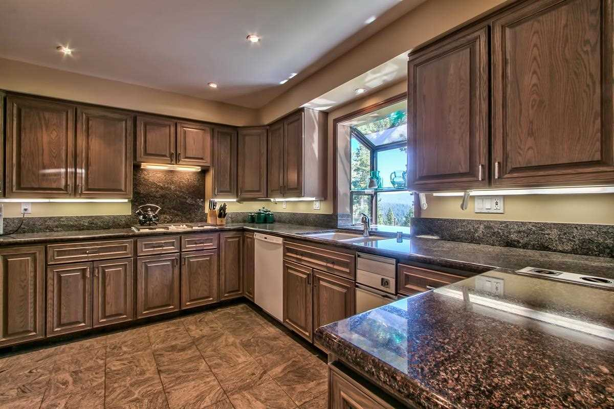 Additional photo for property listing at 146 Skyland Way 146 Skyland Way 塔霍湖城, 加利福尼亚州 96145 美国