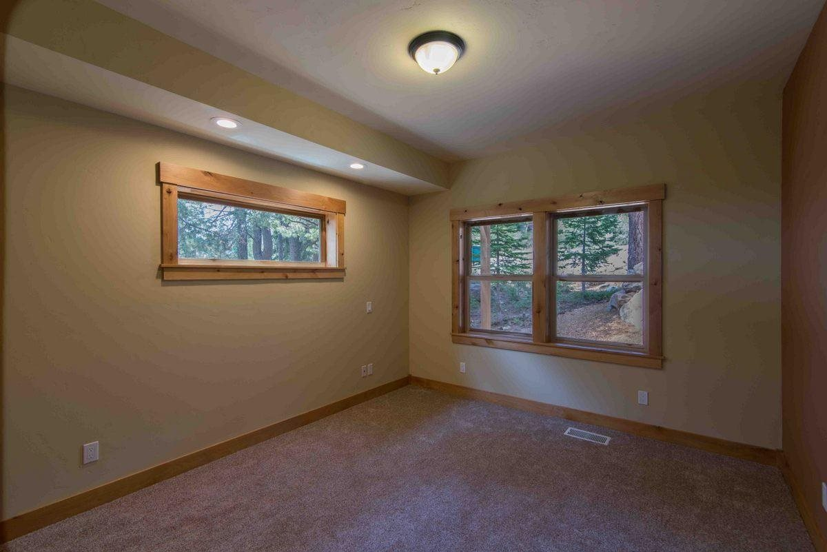 Additional photo for property listing at 14670 Northwoods Boulevard  Truckee, California 96161 United States