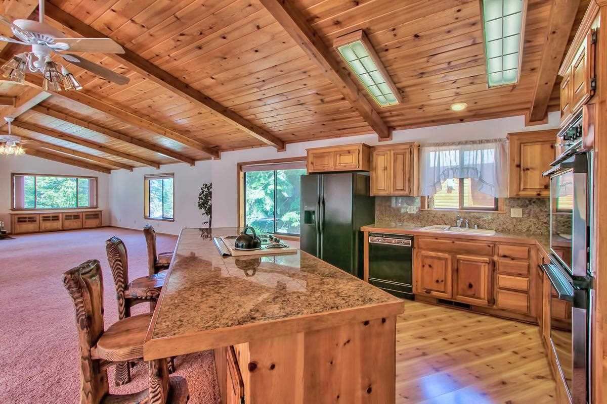 Additional photo for property listing at 12605 Skislope Way 12605 Skislope Way Truckee, California 96161 United States