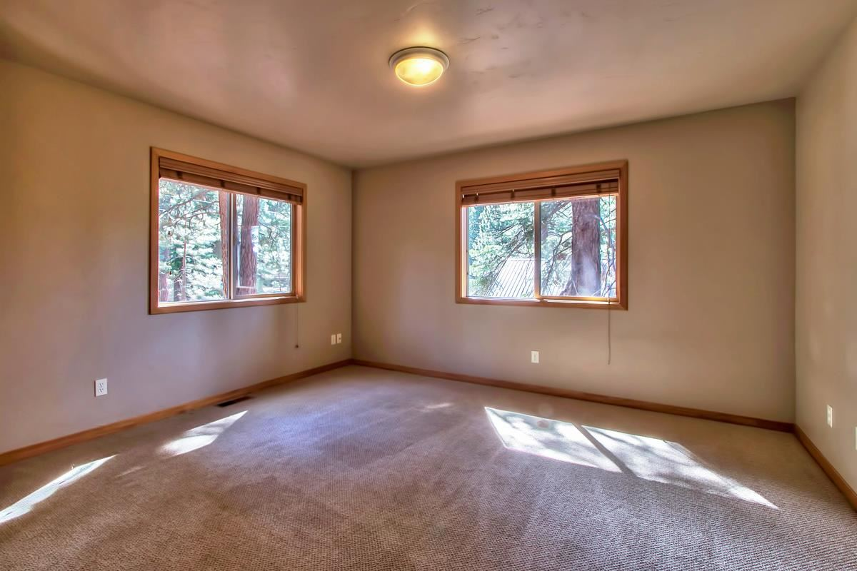 Additional photo for property listing at 15002 Royal Way  Truckee, California 96161 Estados Unidos