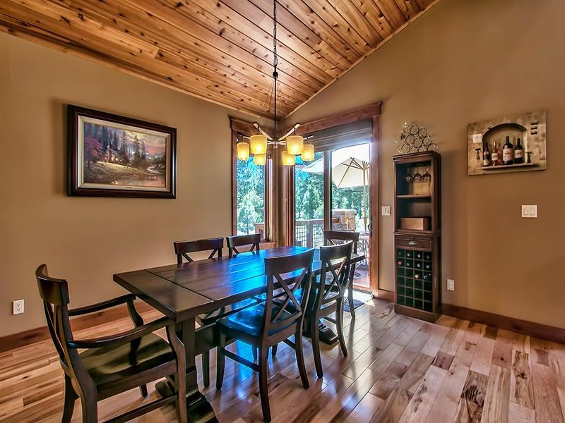 Additional photo for property listing at 9348 Heartwood Drive 9348 Heartwood Drive Truckee, California 96161 Estados Unidos