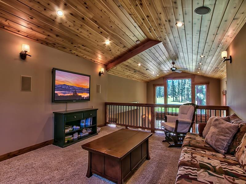 Additional photo for property listing at 9348 Heartwood Drive 9348 Heartwood Drive 特拉基, 加利福尼亚州 96161 美国