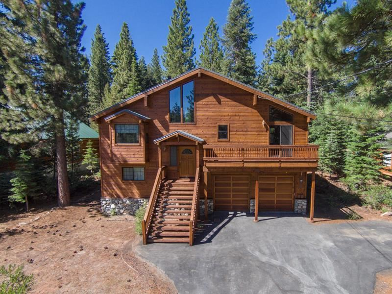 Single Family Home for Active at 14081 Gyrfalcon Street 14081 Gyrfalcon Street Truckee, California 96161 United States