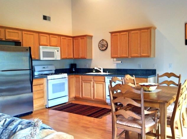 Additional photo for property listing at 11319 Northwoods Boulevard 11319 Northwoods Boulevard Truckee, California 96161 United States