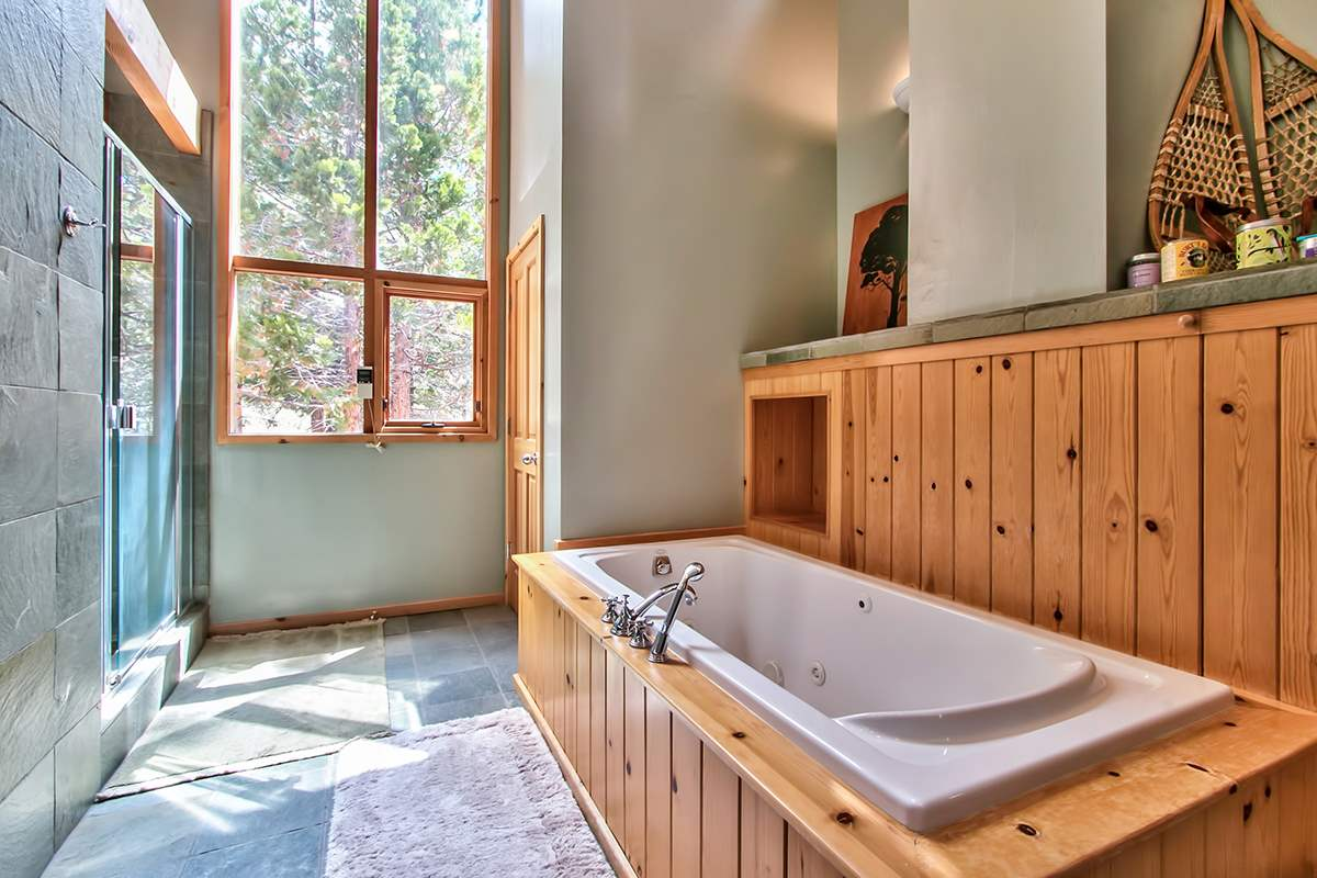 Additional photo for property listing at 1010 Carnelian Bay Avenue  Carnelian Bay, California 96140 Estados Unidos