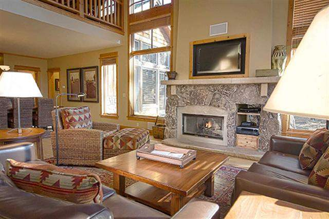 Additional photo for property listing at 12483 Lookout Loop 12483 Lookout Loop Truckee, California 96161 Estados Unidos