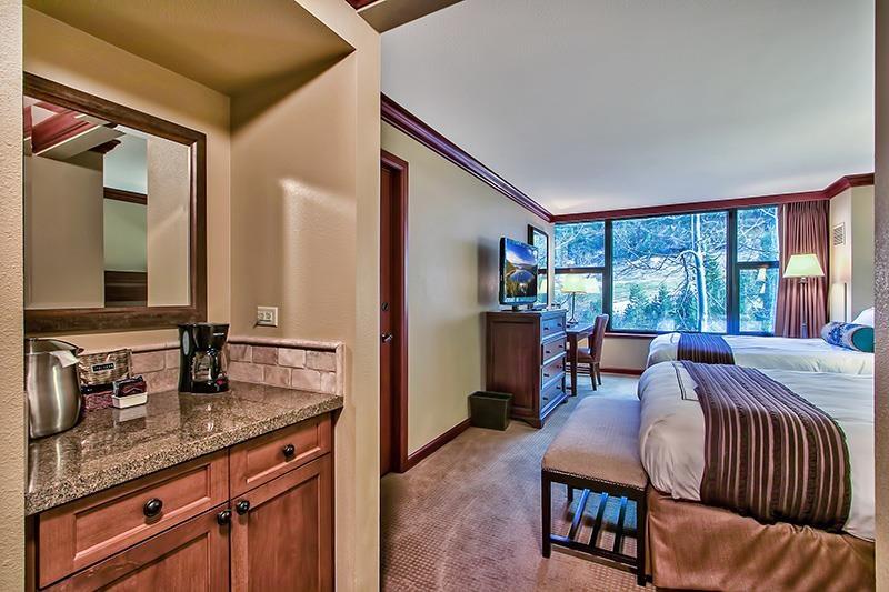Additional photo for property listing at 400 Squaw Creek Road 400 Squaw Creek Road 奥林匹克山, 加利福尼亚州 96146 美国