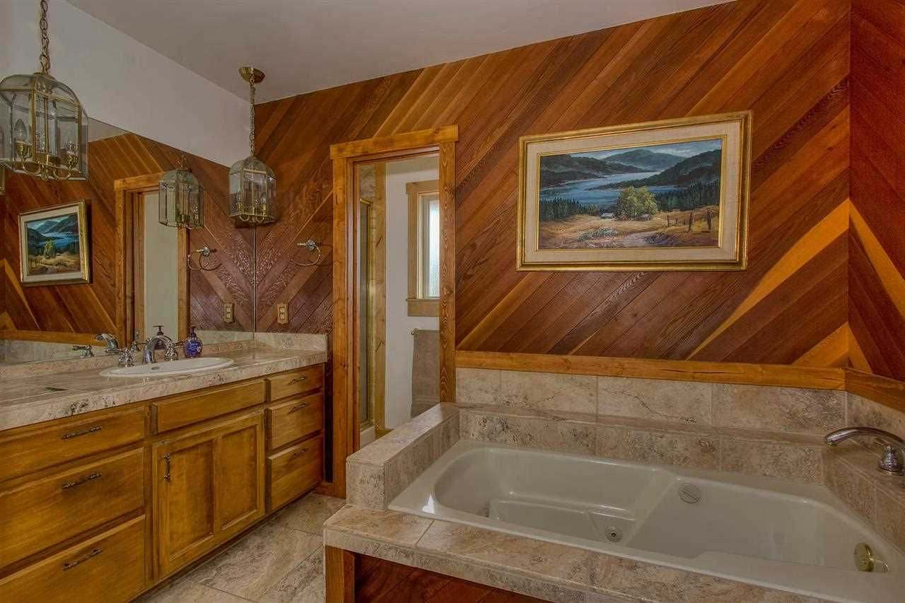 Additional photo for property listing at 14882 Glenshire Drive 14882 Glenshire Drive Truckee, California 96161 United States