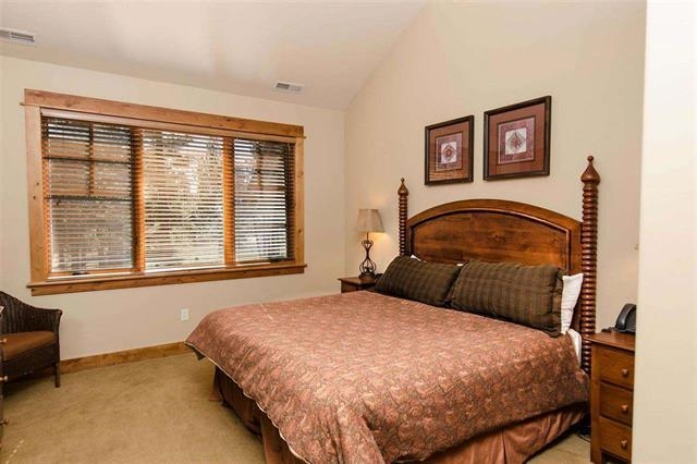 Additional photo for property listing at 12220 Lookout Loop 12220 Lookout Loop Truckee, California 96161 Estados Unidos