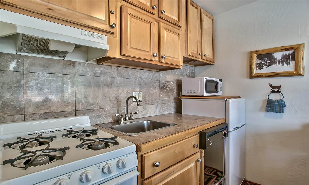 Additional photo for property listing at 6844 North Lake Boulevard 6844 North Lake Boulevard Tahoe Vista, California 96148 Estados Unidos
