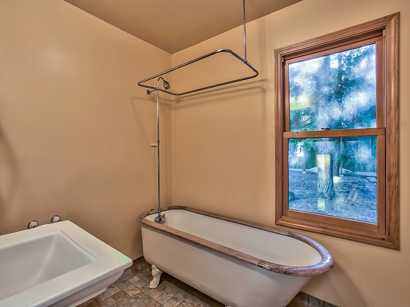 Additional photo for property listing at 7234 6th Avenue 7234 6th Avenue Tahoma, 加利福尼亚州 96142 美国