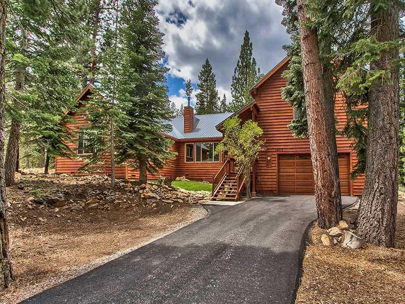 独户住宅 为 销售 在 14478 Tyrol Road 14478 Tyrol Road 特拉基, 加利福尼亚州 96161 美国