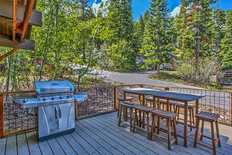 Additional photo for property listing at 385 Elizabeth Drive  Tahoe City, California 96145 Estados Unidos