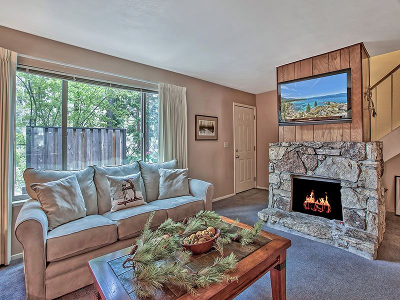 Condominio/ Casa de pueblo por un Venta en 3101 Lake Forest Road Tahoe City, California 96145 Estados Unidos