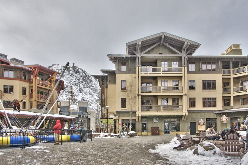 Condominio/ Casa de pueblo por un Venta en 1985 Squaw Valley Road 1985 Squaw Valley Road Olympic Valley, California 96146 Estados Unidos