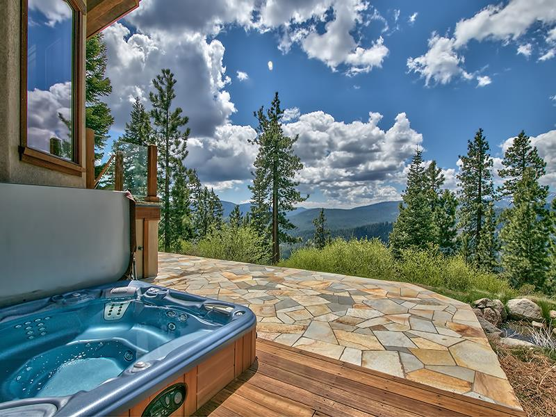 Additional photo for property listing at 12096 Skislope Way Truckee, California 96161 United States