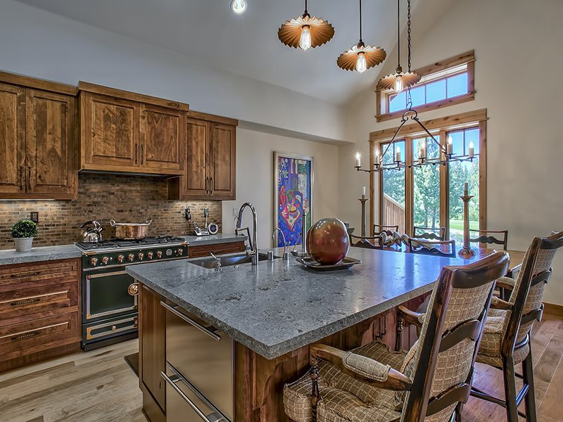 Additional photo for property listing at 10256 Valmont Trail 10256 Valmont Trail Truckee, California 96161 United States