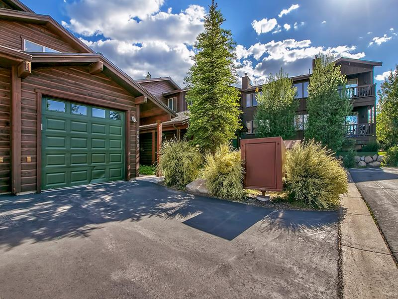 Condo / Townhouse for Active at 10890 Cinnabar Way Truckee, California 96161 United States