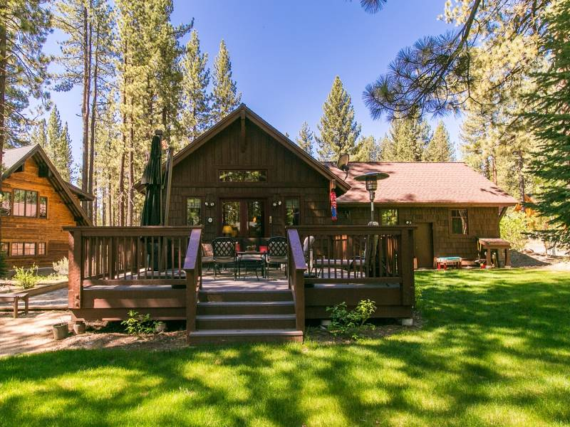 Additional photo for property listing at 11165 Comstock Drive  Truckee, California 96161 United States