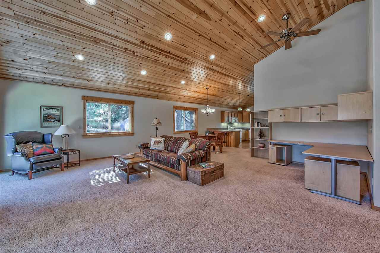 Additional photo for property listing at 11344 Forest Lane 11344 Forest Lane Truckee, California 96161 United States